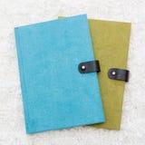 绿色和蓝色笔记本 库存照片
