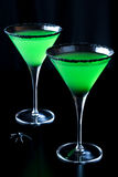 绿色和黑万圣夜党马蒂尼鸡尾酒 免版税库存照片