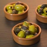 绿色和黑橄榄开胃小菜  图库摄影