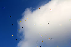 黄色和黑气球 库存图片