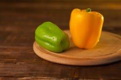 黄色和绿色辣椒粉 免版税库存图片