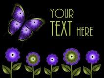 绿色和紫色蝴蝶和花背景 免版税库存照片