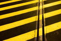 黑色和黄色主街上 免版税库存图片