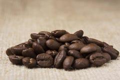 黑色咖啡粒 库存图片