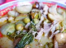 绿色咖喱汤用猪肉 免版税库存照片