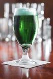 绿色啤酒 免版税库存图片