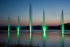 绿色喷泉和日落 免版税图库摄影