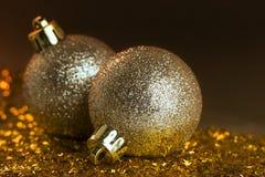 黄色圣诞节装饰品 免版税库存照片