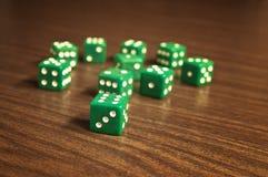 绿色在木桌上切成小方块 库存照片