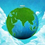 绿色地球和长凳 免版税库存照片