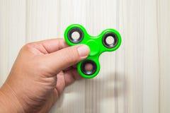绿色坐立不安手指锭床工人玩具图象 免版税库存照片