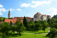 黑色城堡棋子反映白色 Český Krumlov cesky捷克krumlov中世纪老共和国城镇视图 图库摄影