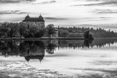 黑色城堡白色 库存照片