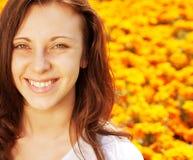 黄色域的妇女 免版税图库摄影