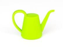 绿色塑料isoalted的庭院喷壶 免版税库存图片
