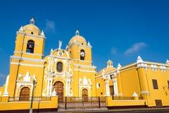 黄色大教堂在特鲁希略角,秘鲁 免版税库存照片