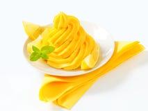 黄色奶油漩涡  免版税库存图片
