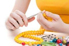 黄色小珠项链 免版税图库摄影