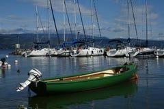 绿色小船 库存图片