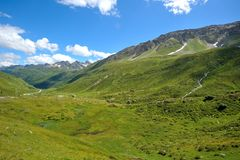 绿色山在阿尔卑斯 免版税库存照片