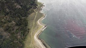 绿色山景风景从直升机的在南极洲的海岸线 股票视频