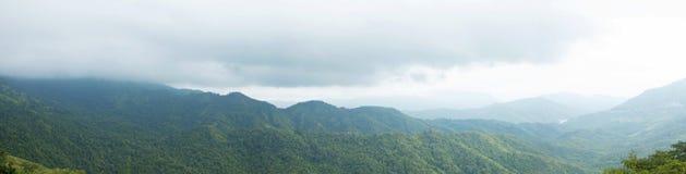 绿色山谷全景在泰国 免版税库存图片