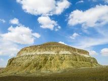 黄色山 卡扎克斯坦 库存图片