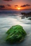 绿色岩石 免版税库存图片