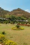 绿色庭院Narroview从与山在背景中, Kailashgiri,维沙卡帕特南,安得拉邦, 2017年3月05日的观点 库存照片
