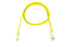 黄色微型usb缆绳扭转了入一个圆环,在白色被隔绝的背景 水平的框架 免版税库存照片