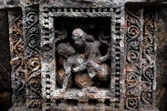 色情印第安寺庙雕塑 免版税库存照片