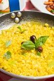 黄色意大利煨饭 免版税库存图片