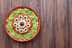 绿色意粉创造性的面团可怕万圣夜食物妖怪膳食 免版税库存图片