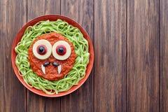 绿色意粉面团鬼的万圣夜素食食物吸血鬼妖怪 库存图片