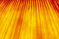 黄色或金黄抽象背景 有发光的光的帷幕 抽象圣诞节设计例证向量 免版税库存图片