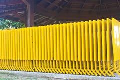 黄色折叠式小桌 免版税库存照片