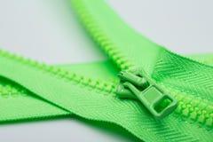 绿色拉链 免版税库存图片