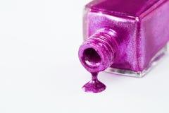 紫色指甲油水滴 库存图片