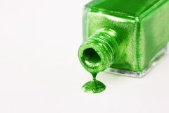 绿色指甲油水滴 库存图片