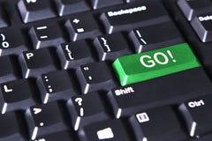 绿色按钮与掉了词和感叹号 免版税库存图片