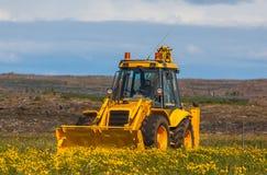 黄色挖掘机 库存图片