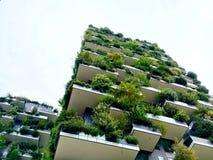 绿色摩天大楼 免版税库存图片