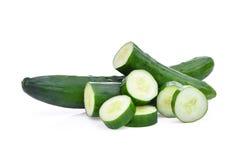 绿色新鲜的日本黄瓜、suhyo或者夏南瓜与切片 免版税库存图片