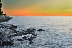 黄色日落在克罗地亚 图库摄影