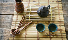 绿色早晨茶 设置茶 图库摄影