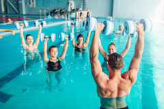 水色有氧运动,健康生活方式,水上运动 免版税图库摄影