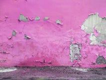 黄色有难看的东西混凝土地板的被绘的墙壁 免版税库存照片