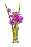 从紫色杜鹃花花的五颜六色的花花束 免版税库存照片
