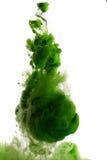 绿色染料在水中 库存照片
