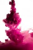 紫色染料在水中 库存图片